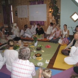 Õpetajate sertifikaadide üleandmine Yogi Bhajani sünnipäeva peol